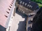 Burghof: Blick vom Bergfried auf den inneren Burghof